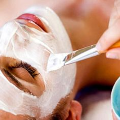 How to Make a Homemade Face Mask for Glowing Skin.Check out these best natural face masks to glow your skin this monsoon. Remove Tan From Face, Face Pack At Home, Natural Face Pack, Homemade Face Pack, Banana Face Mask, Tan Removal, Lighten Skin, Tips & Tricks, Radiant Skin