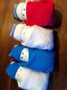 Baby's gemaakt van luier, washandje en sokje