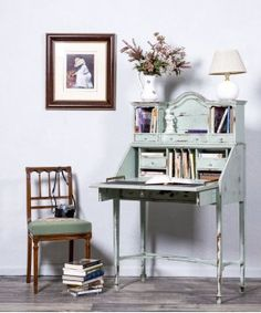 #Escritorio #Buró #shabby #shabyychic #decoration #greendecor #greencolor #lovedecor #interiores #decoradores #mueblesantiguos #teletrabajo #oficina #work #zonadeestudio #teletrabajar #mesa #escrirtorio #juvenil #decoration Nightstand, Shabby, Table, Furniture, Home Decor, Vintage Office, Wooden Desk, Refurbished Furniture, Antique Furniture