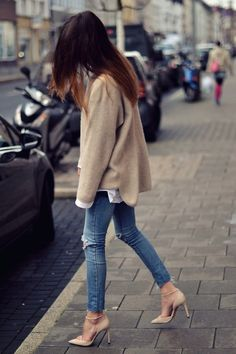Women fashion style outfit clothing blue jeans heels sweater brown casual spring summer
