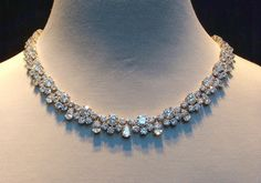 You are going to buy this? Diamond Necklaces Piaget Creative Jewelry Collection Top Shared 16 Diamond Necklace Designs Tiffany & Co Platinum Diamond Pendant Necklace, Diamond Jewelry, Gold Jewelry, Jewelery, Vintage Jewelry, Fine Jewelry, Diamond Necklaces, Necklace Set, Emerald Necklace