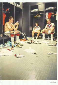 Julian, Philipp, and Per chilling in the locker rooms Team Player, Football Soccer, Football Players, Julian Draxler, Philipp Lahm, German National Team, Dfb Team, International Football, Vintage Boys