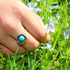 #Ring #Silberring #tracht #trachtenschmuck #blumen #blumenwiesr #veilchen #türkis Gemstone Rings, Turquoise, Gemstones, Jewelry, Pretty Rings, Violets, Nature, Flowers, Nice Asses