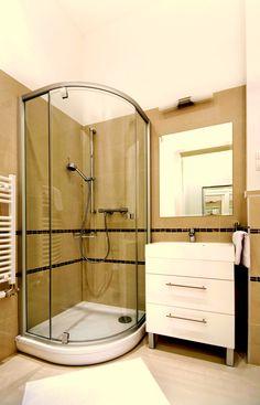 Shower of the second bedroom's bathroom for rent apartment Two Bedroom, Budapest, Uni, Two By Two, Shower, Flat, Bathroom, Luxury, Modern