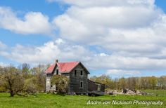 A great old farm house I found on one of my drives around Ontario.