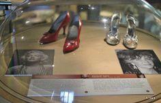 Bella moda tóxica. El placer y el peligro de las fashion victims del siglo XIX http://www.guiasdemujer.es/browse?id=7674&source_url=http://www.mujerlife.com/placeres/moda/bella-moda-toxica-el-placer-y-el-peligro-de-las-fashion-victims-del-siglo-xix/809667