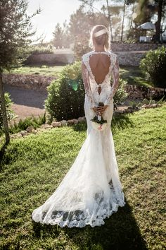Prachtige trouwjurk met open rug! Foto: Eppel fotografie