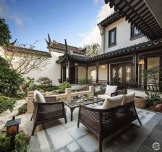General Elements of Chinese Architecture. Since history, folks constructed wood historial structures, constructs constructed by using rammed earth, and buildings and buildings developed with the use of seed or paver brick. French Courtyard, Chinese Courtyard, Modern Courtyard, Courtyard Design, Courtyard Ideas, Chinese Garden, Courtyard Landscaping, Courtyard Entry, Residential Landscaping