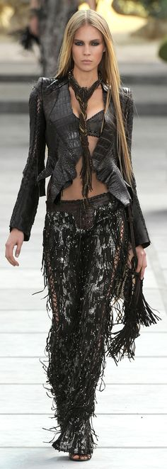 ✪ Totalmente enamorada de este outfit!! Native American Influence in Cavalli's SS 2011 collection ✪ http://nymag.com/fashion/fashionshows/2011/spring/main/europe/womenrunway/robertocavalli/ ♥ℒℴѵℯ♥ More on Fashion Chic
