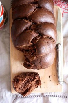Extra soft brioche with cocoa and olive oil (vegan) - Around a dish - dessert ss oeuf - Raw Food Recipes Raw Food Recipes, Bread Recipes, Sweet Recipes, Brioche Bread, Yeast Bread, Brioche Recipe, Chocolate Brioche, Vegan Chocolate, Olive Oil Vegan
