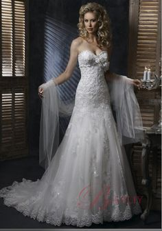 sweatheart neckline lace and tulle