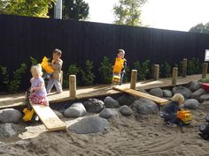 Moveable boards to create ramps Natural Play Spaces, Outdoor Play Spaces, Outdoor Classroom, Outdoor School, Diy Garden, Lawn And Garden, Garden Ideas, Tauranga New Zealand, Outside Playground