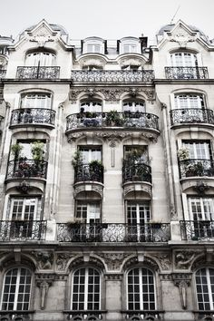 Paris Streets + Roof Tops | Lily & Lace Vintage | Paris Inspirational Photos