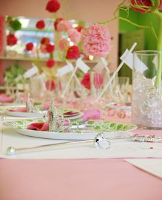 Beautiful table setting...love the colors