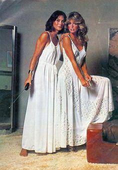 Kate Jackson and Farrah Fawcett-Majors. A George Vreeland Hill post. Seventies Fashion, 70s Fashion, Vintage Fashion, Kate Jackson, Jaclyn Smith, Good Morning Angel, Mejores Series Tv, Bionic Woman, Cheryl Ladd
