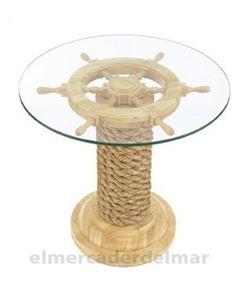 Mueble náutico auxiliar de mesa de cristal elaborada en madera con forma de timón de color natural y cabo de cáñamo