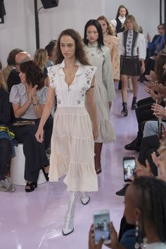 Chloe finale by Natascha Ramsey-Levi. Paris Fashion Week, SS 2018 Ready-to-wear