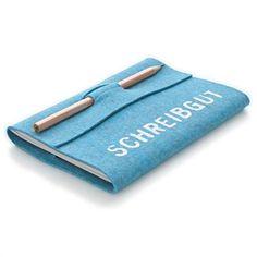 Good cover form for keeping pen/pencil with book. Diy Notebook, Notebook Covers, Handmade Journals, Handmade Books, Handmade Notebook, Diy Crafts To Do, Book Crafts, Diy Cadeau, Ideias Diy