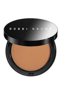 Bobbi Brown Bronzing Powder ~Top-rated matte bronzer balances the red and brown tones found in a true tan, imparting realistic, natural-looking color Bronzer Makeup, Best Bronzer, Kiss Makeup, Makeup Cosmetics, Beauty Makeup, Hair Beauty, Beauty Secrets, Beauty Hacks, Beauty Products