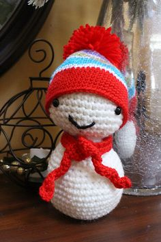 "Little Snowman with Hat Removable - Free Amigurumi Pattern - PDF File - Click ""download"" or ""free Ravelry download"" here: http://www.ravelry.com/patterns/library/little-snowman-7"