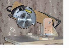 Transform : circular saw into a miter saw