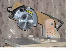 Transform : circular saw into a miter saw