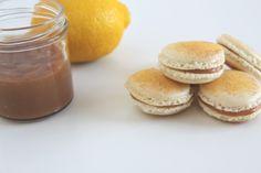 Macarons filled with lemon caramel Macarons, Forelsket, Hamburger, Caramel, Lemon, Sweets, Bread, Snacks, Cake
