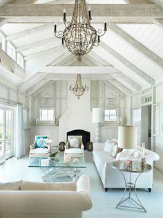 elegantes wohnzimmer mit einem super schönen kronleuchter
