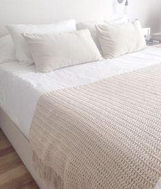 Medida - 80x2 Material - Hilo de algodon Venta a pedido. Tiempo aproximado de entrega 1 semana - Color a eleccion Bed Covers, Pillow Covers, Bed Cover Design, Crochet Home Decor, Bed Runner, Crochet Pillow, Filets, Knitted Blankets, Bed Spreads