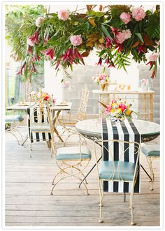 Outdoor garden seating // striped table runners