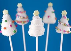 Snowy xmas tree cake pops