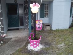 Minnie Mouse Lamp Post