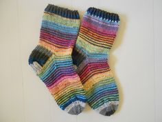 raidalliset villasukat (striped socks)