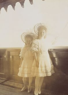 Anastasia and Maria onboard the Standart, june 1908
