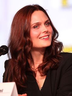 Meatless Mouthful–Emily Deschanel Slightly Grossed Out By Meat Eaters