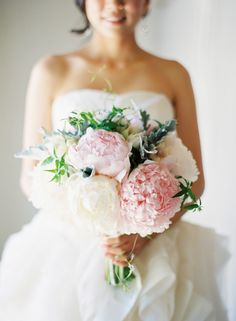 Flowers from Amsterdam ✈ Pretty Peony Wedding Bouquets   Fly Away Bride