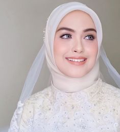 Muslimah Wedding Dress, Muslim Wedding Dresses, Wedding Hijab, Wedding Day Makeup, Bridal Makeup, Beautiful Hijab, Beautiful Bride, Hijab Gown, Simple Hijab