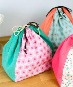 Sew A Bag Drawstring Ditty Bag - free sewing pattern — SewCanShe Drawstring Bag Diy, Drawstring Bag Pattern, Drawstring Bag Tutorials, Bag Pattern Free, Bag Patterns To Sew, Sewing Patterns Free, Free Sewing, Pattern Sewing, Tote Pattern