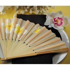 #matrimonio d'estate? Le vostre invitate potranno essere rinfrescate e rese più trendy da questo ventaglio con fantasia floreale