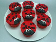 Katica muffinok (csokis muffin, fondant díszítés) Muffins, Freckles Girl, Cupcakes, Desserts, Food, Tailgate Desserts, Muffin, Cupcake Cakes, Deserts