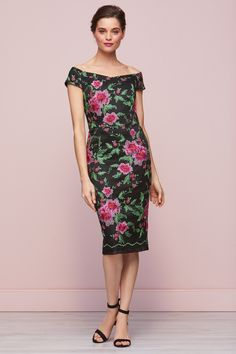 Shop our collection of stylish women's dresses and discover a range of pieces to suit every taste. From bodycon dresses, to loose-fitting maxi styles that are perfect for summer, we've got everything you need to build a trendy and dynamic wardrobe. Dresses For Work, Summer Dresses, Formal Dresses, Floral Embroidery Dress, Maxi Styles, Green Dress, Bodycon Dress, Clothes For Women, Womens Fashion