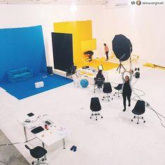 Cool BTS @erikaverginelli!! ____________________ Repost @erikaverginelli: Fim!  #thatsawrap #photoshoot Added by us: #behindthescenes #bts #backstage #studiophotography #setdesign #profoto #setlife #famousbtsmagazine #famousbtsmag