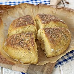 Saftigt morotsbröd som du kan baka ut till rutor eller som en rund kaka.