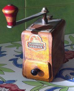 Very nice vintage coffee grinder by Zassenhaus Mokka. Made in Germany Great Coffee, Hot Coffee, Coffee Drinks, Antique Coffee Grinder, Coffee Grinders, Coffee Machine, Coffee Maker, Latte, Coffee Equipment