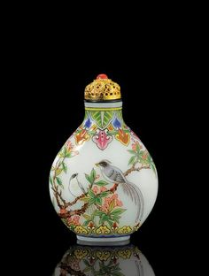 An enamelled glass snuff bottle 20th century - China