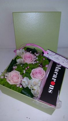 Flower box - roses, santini, alstroemerie, gypsophilla, macrones