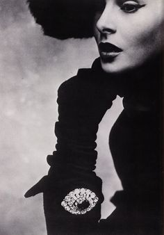 una-lady-italiana: Lisa Fonssagrives For Dior, Photographed By Irving Penn,1950