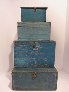 Primitive antique box for stacking, great old blue paint, aafa, nr Primitive Homes, Primitive Antiques, Country Primitive, Primitive Decor, Old Boxes, Antique Boxes, Antique Trunks, Painted Boxes, Wooden Boxes