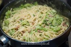 Pasta with Boursin, broccoli and bacon - İtalian cuisine Pasta Met Broccoli, Pasta Carbonara, Pasta Recipes, Cooking Recipes, Healthy Recipes, New Recipes, I Love Food, Good Food, Sauces