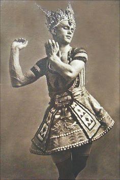 Nijinsky dans le Dieu bleu (Ballets russes, Opéra)